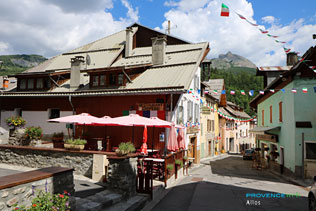 Allos, restaurant terrace