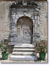 Le Chaffaut Saint Jurson, old door
