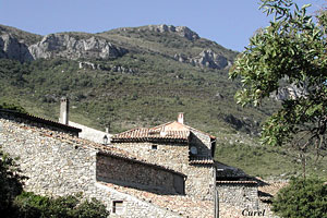 Curel, roofs and mountain