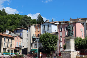 Digne les Bains, square and statue