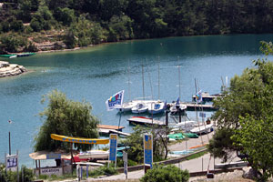 Esparron de Verdon, marina on the lake