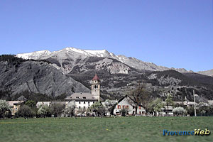 Faucon de Barcelonnette, le village