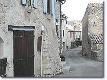 Montsalier, square and stone houses