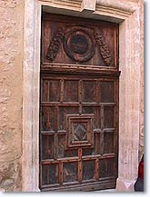 Niozelles, old door