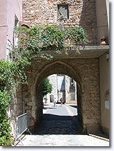 Quinson, porte du village