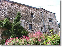 Simiane la Rotonde, stone-built house