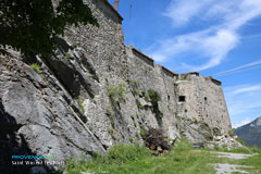 Saint Vincent les Forts, fortifications