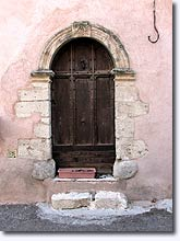 Villeneuve, old door