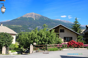 Crots, chalet and mountain