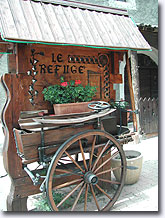 Serre-Chevalier, flowered cart