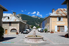 Mont-Dauphin, square and fountain