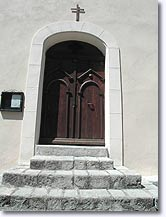 Daluis, door of the church