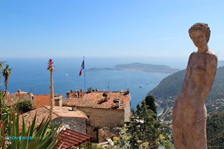 Eze, statues and exotic plants