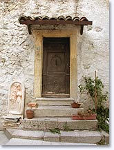 Revest les Roches, old door