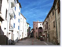 Revest les Roches, street