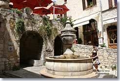 Saint Paul de Vence - Large fountain