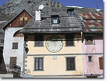 Saint Dalmas le Selvage, facades with sundials