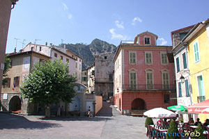 Utelle, village square