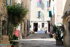 Valbonne, antiques shop