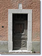 Valderoure, old door