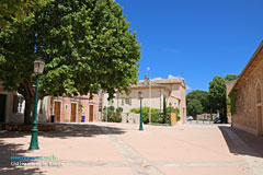 Chateauneuf-le-Rouge, square