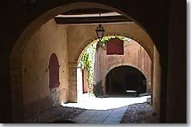Chateauneuf-le-Rouge, vaulted passage