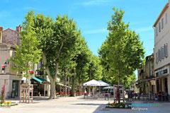 Marignane, place et terrasses de café