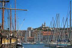 Marseille, bateaux et Notre Dame de la Garde