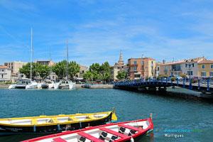 Martigues, barques traditionnelles sur le canal