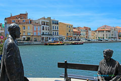 Martigues, statues and houses by the canal