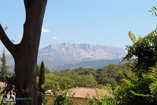 Meyreuil - Mount Sainte Victoire - HQ Photographs