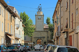 Peyrolles en Provence, rue et tour de l'horloge