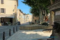 Rognes, place et fontaine