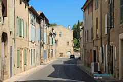 Rognes, rue dans le village