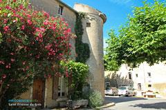 Saint Etienne du Grès, maison typique