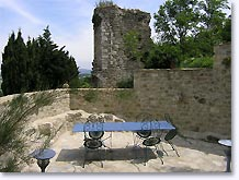 Chateauneuf de Mazenc, terrace overlooking the ruins of the castle