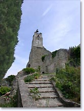 Chateauneuf de Mazenc, stairs to the chapel