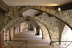 Buis les Baronnies, vaulted passageway