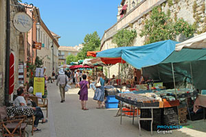 Grignan, antiques and old books market