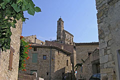 Pierrelongue, the village and its belltower