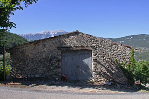 Plaisians, barn with view on the Mont Ventoux