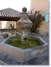 Rochegude, fountain