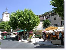 Aiguines, place du Village