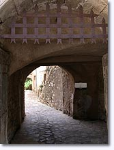 Cabasse sur Issole - Old archway