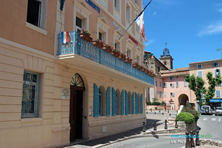 Le Muy - 10 HQ photographs - The town hall