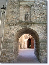 Le Val, vaulted passageway