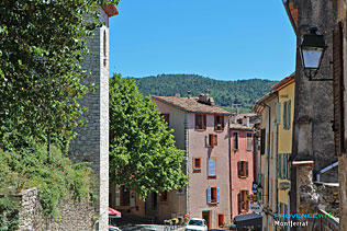 Montferrat, maisons, colline et Photos HD
