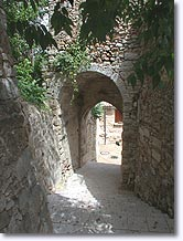 Montfort sur Argens - Vaulted passage