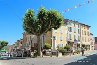 Pierrefeu du Var, fountain square and HD photographs