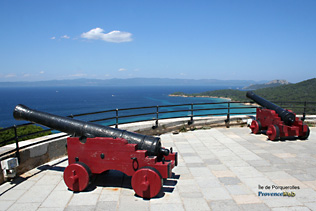 Porquerolles, Fort Sainte Agathe ancient cannons